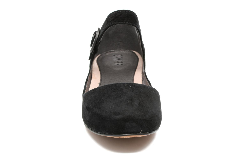 Ballerines Camper Serena K200491 Noir vue portées chaussures