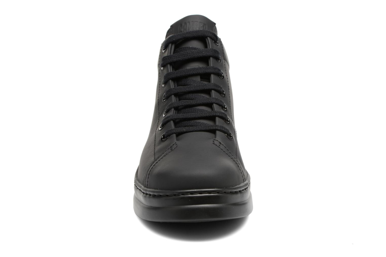 Baskets Camper Runner K400274 Noir vue portées chaussures