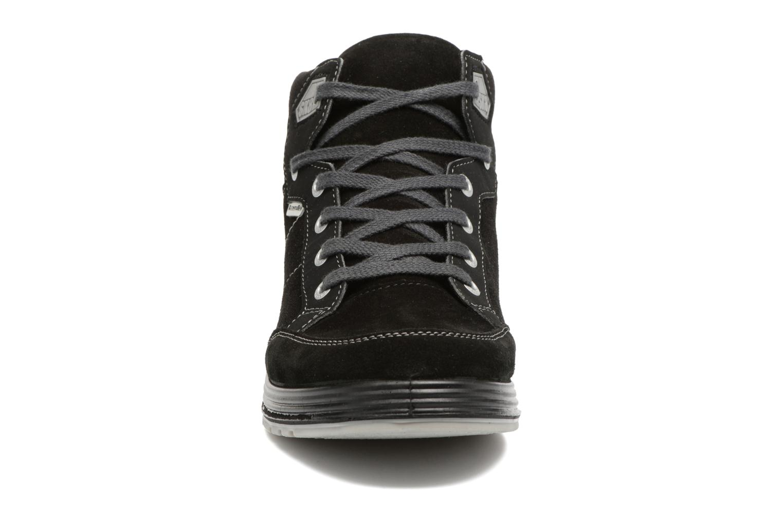 Sneakers Ricosta Bajo Nero modello indossato