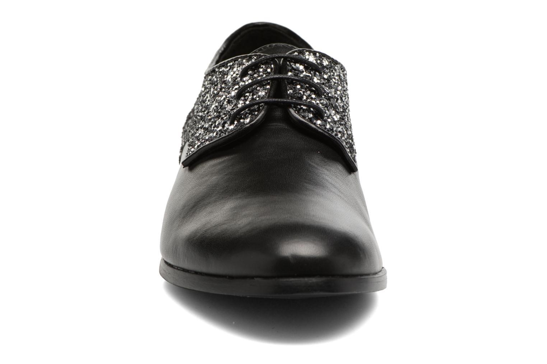 Scarpe con lacci Georgia Rose Louma Nero modello indossato