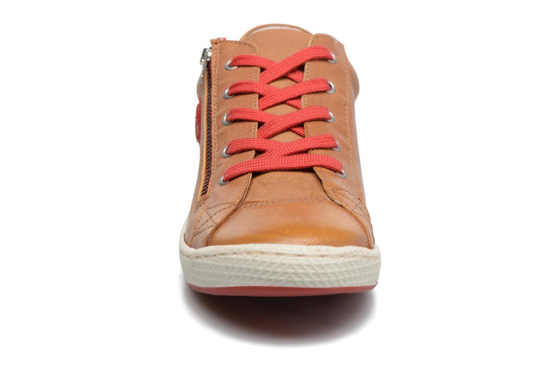 Baskets Pataugas JULE Marron vue portées chaussures