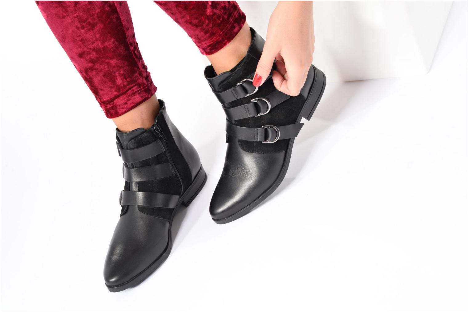 Ankle boots Georgia Rose Olivian Black view from underneath / model view