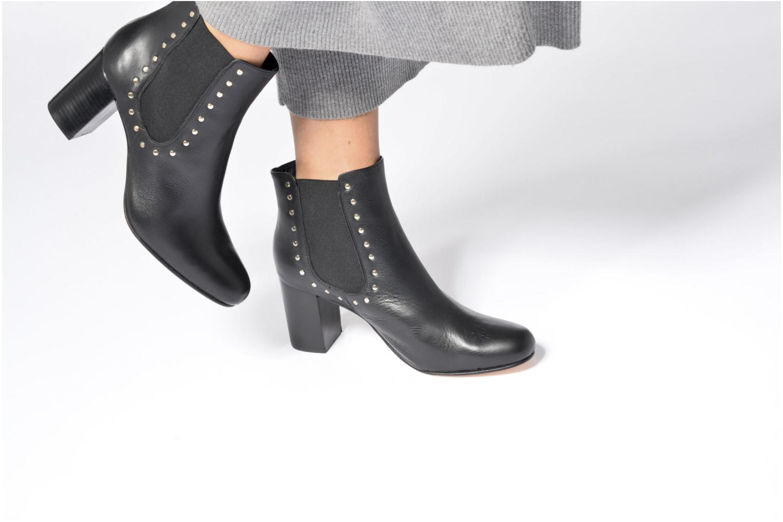 Ankle boots Anaki Mary Black view from underneath / model view