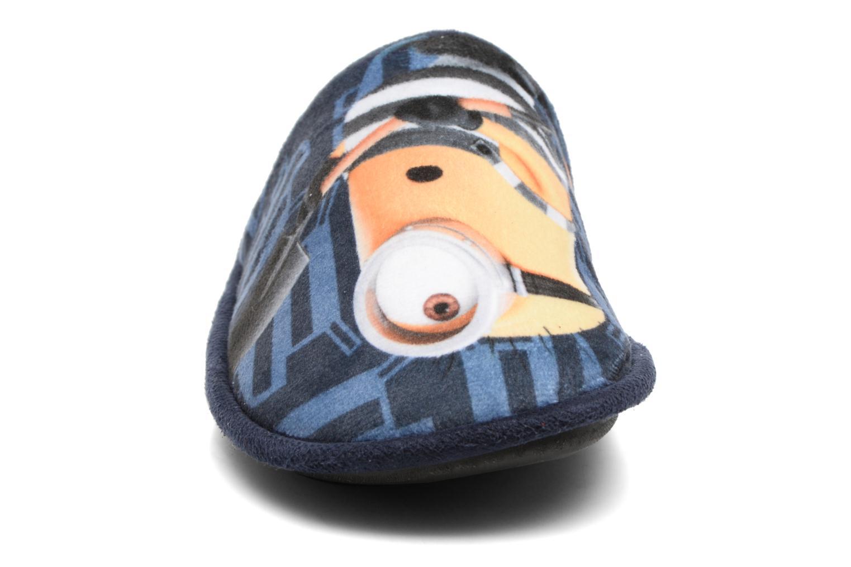 Chaussons Minions Sting Bleu vue portées chaussures
