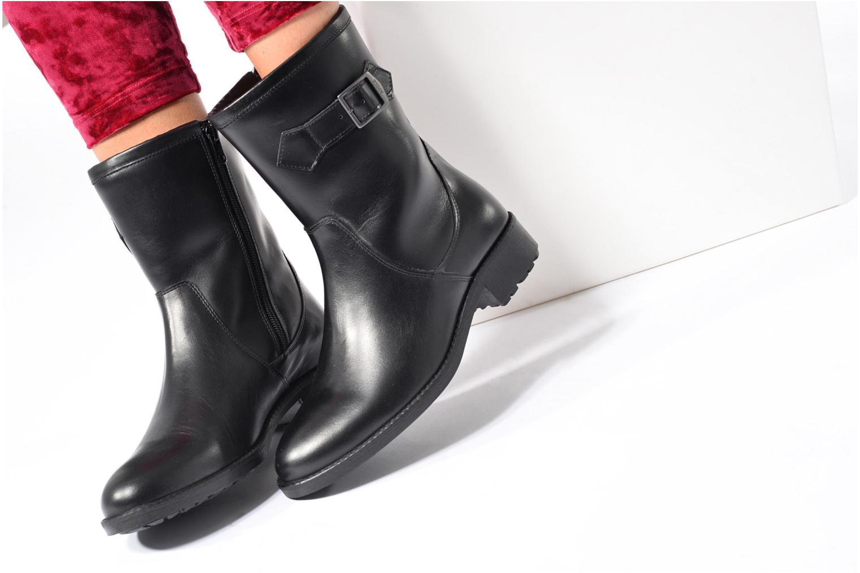 Stiefel Aigle Chante Mid Fur schwarz ansicht von unten / tasche getragen