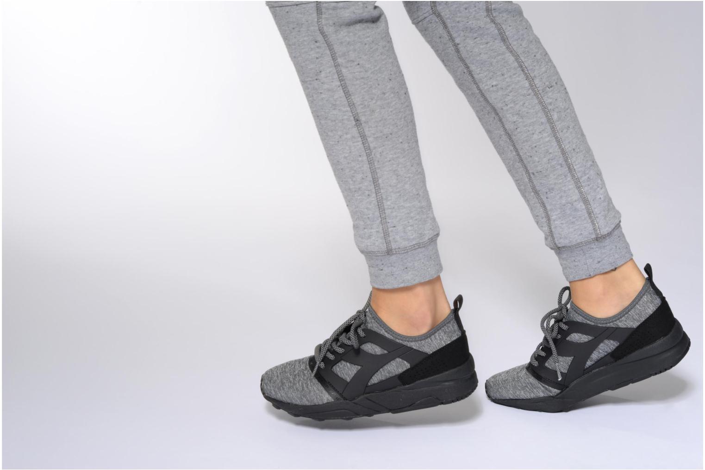 Sneaker Diadora EVO AEON POWER grau ansicht von unten / tasche getragen