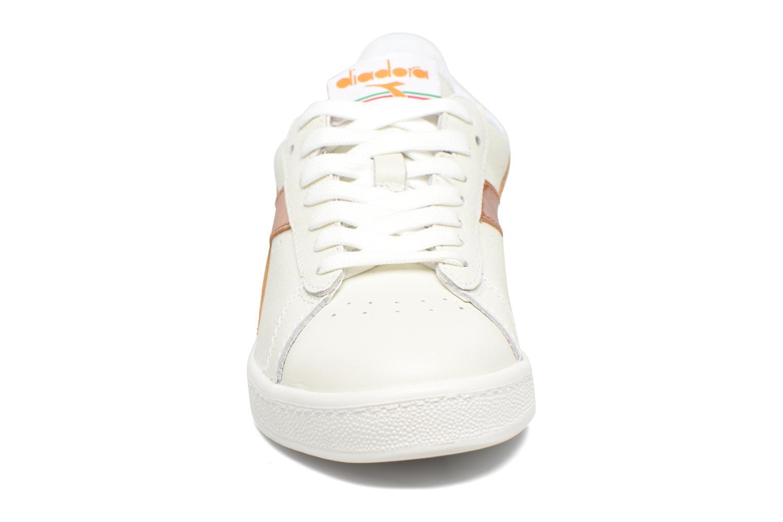 Baskets Diadora GAME METALLIC Blanc vue portées chaussures