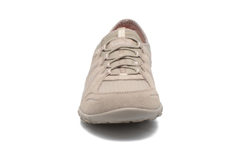 Baskets Skechers Breathe-Easy - Moneybags Gris vue portées chaussures