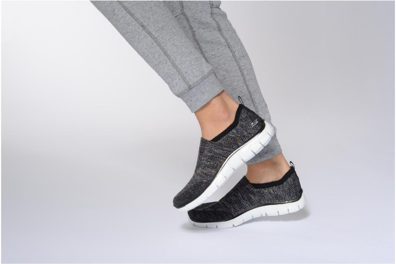 Sneaker Skechers Empire round up schwarz ansicht von unten / tasche getragen