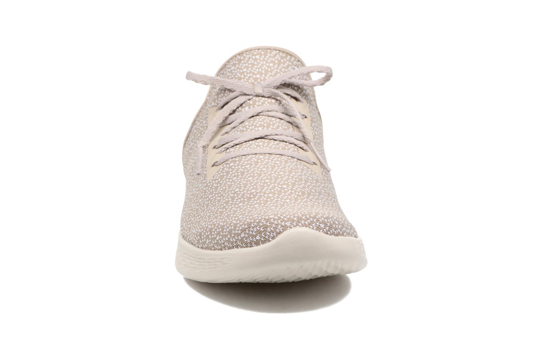Sportschuhe Skechers You Inspire beige schuhe getragen
