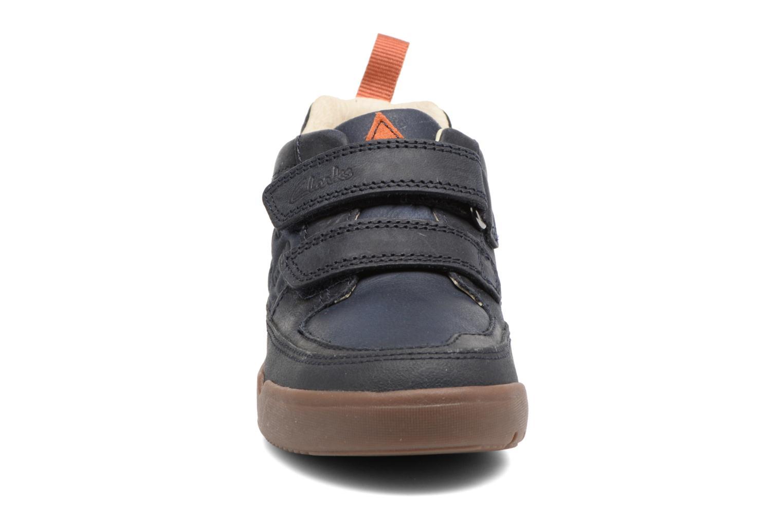 Baskets Clarks LilfolkHop Inf Bleu vue portées chaussures