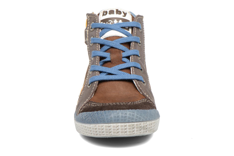 Sneakers Babybotte Akro Brun se skoene på