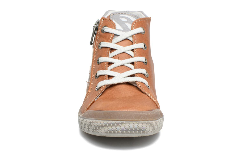 Sneaker Babybotte B3 Lacet braun schuhe getragen