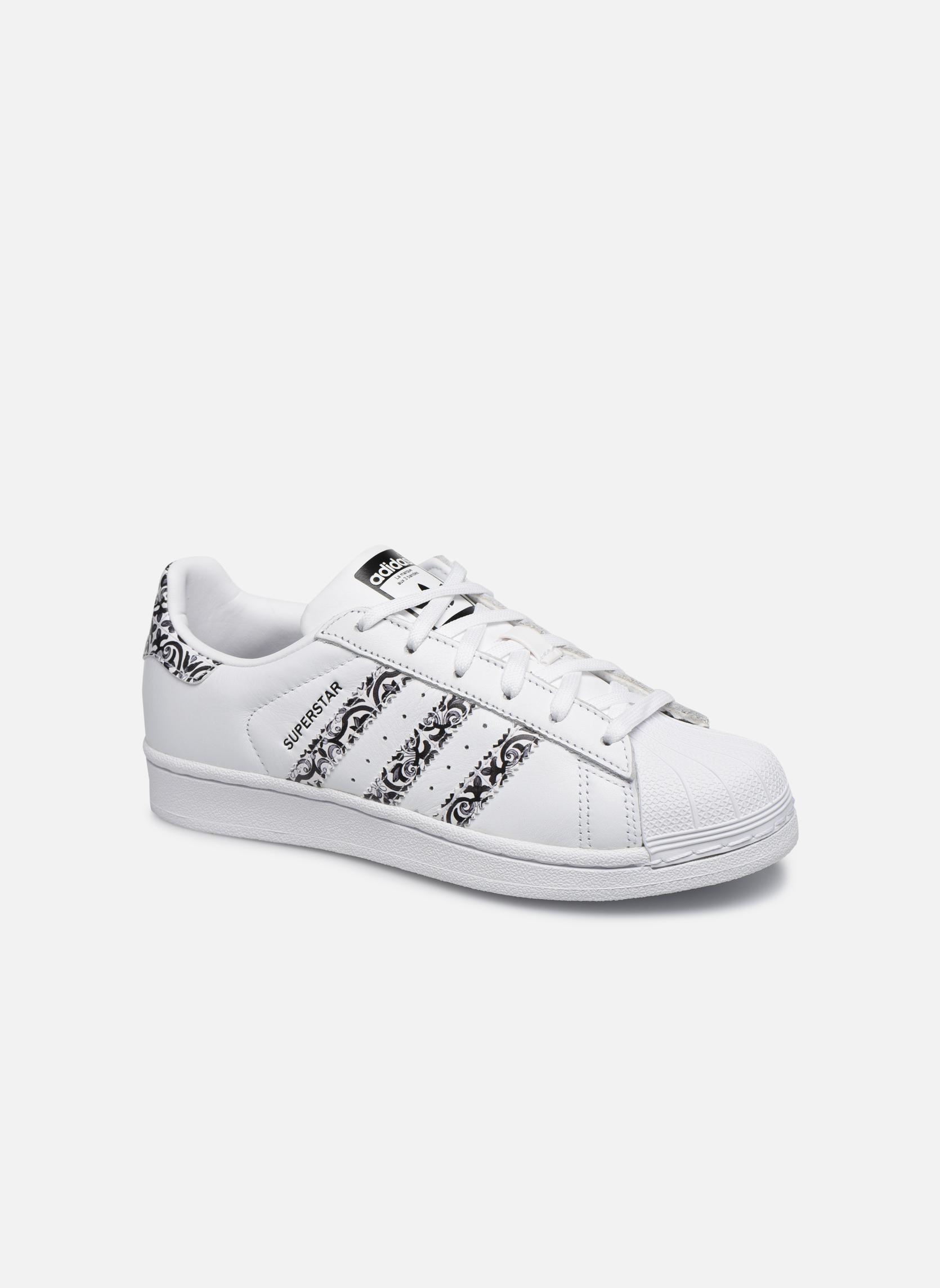 Baskets Adidas Originals Superstar W2 Blanc vue détail/paire