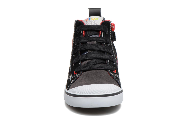 Sneakers Geox B Kiwi B. C B74A7C Nero modello indossato