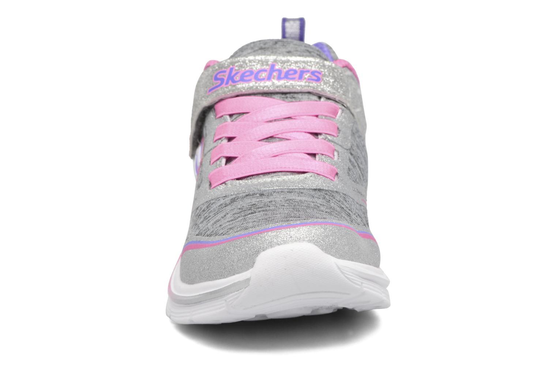 Sportschuhe Skechers Dream N'Dash Peppy Prance grau schuhe getragen