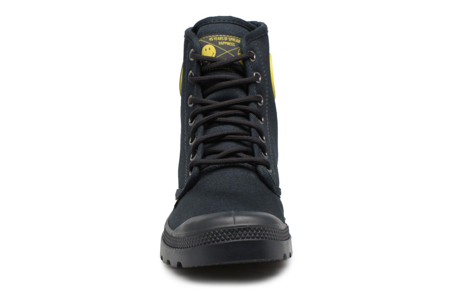 Sneakers Palladium Pampa Fest Pack Nero modello indossato