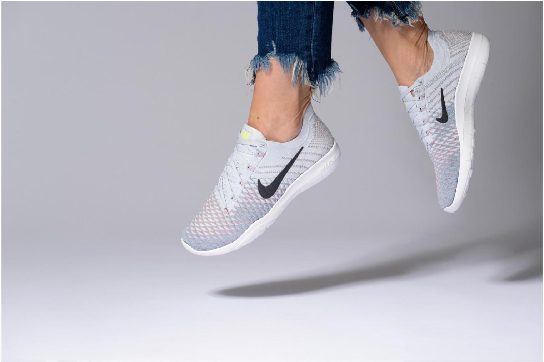 Sportschuhe Nike Wmns Nike Free Tr Flyknit 2 schwarz ansicht von unten / tasche getragen