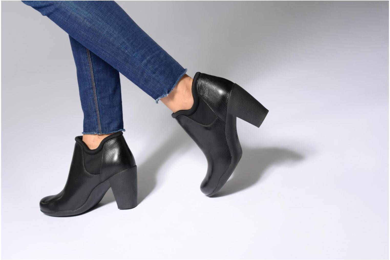 Bottines et boots Clarks Adya Bella Noir vue bas / vue portée sac