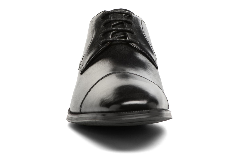 Chaussures à lacets Clarks Gilman Cap Noir vue portées chaussures