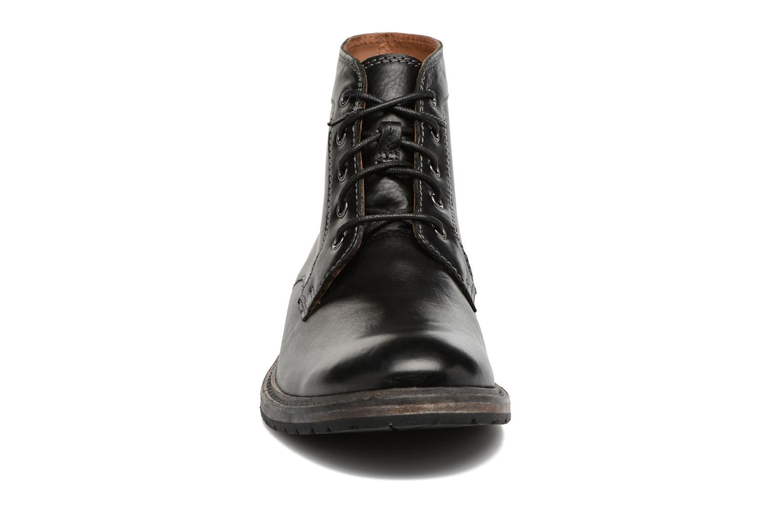 Clarkdale Bud Black leather