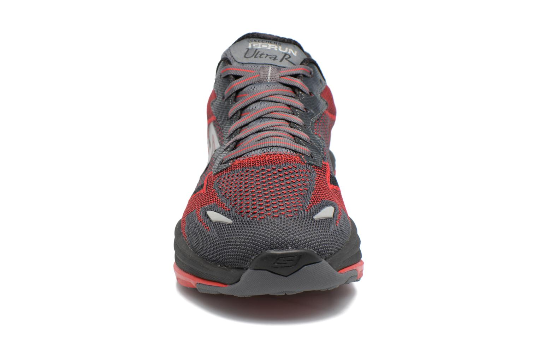 Sportssko Skechers Go Run Ultra R Road Sort se skoene på