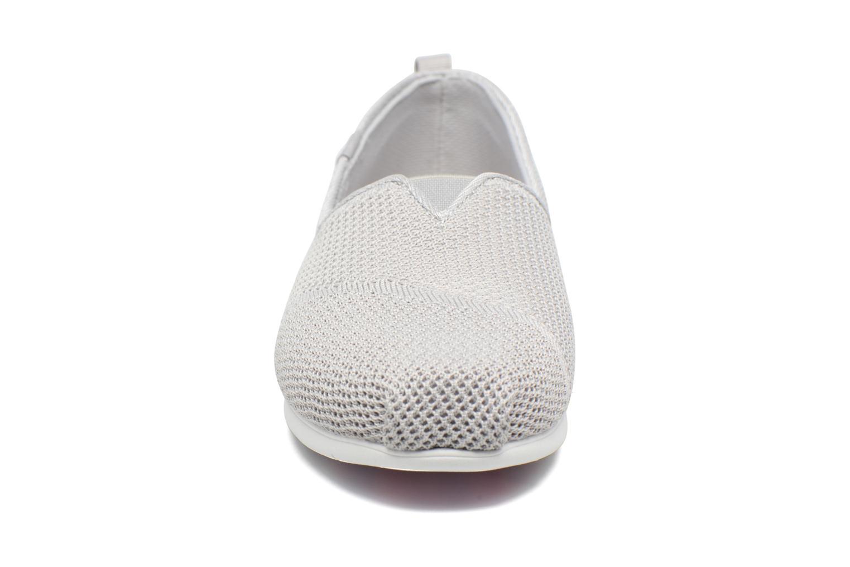 Baskets Skechers Plush Lite Gris vue portées chaussures