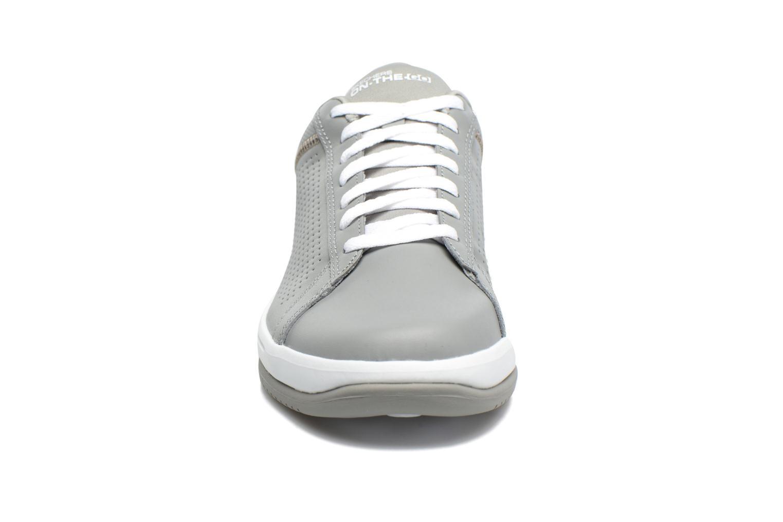 Baskets Skechers On the Go - Raise Gris vue portées chaussures