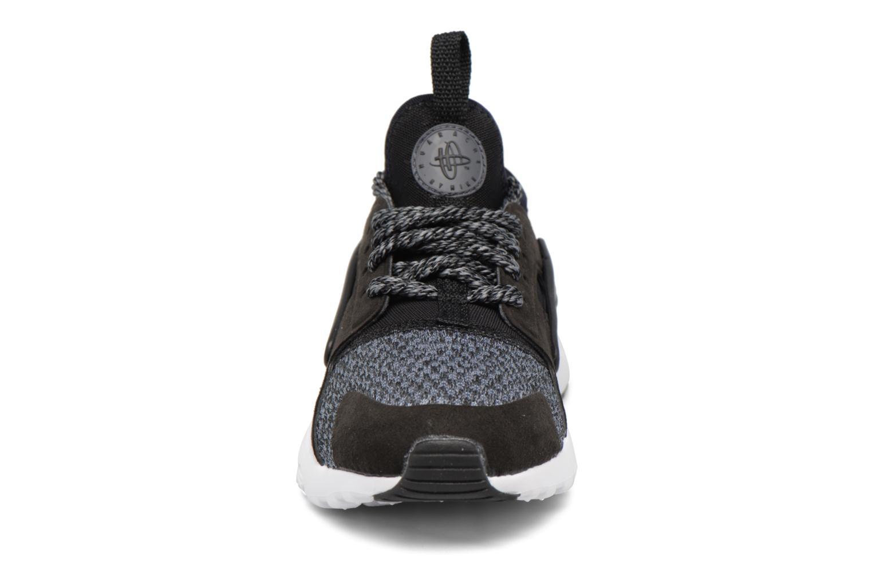Deportivas Nike Huarache Run Ultra Se (Ps) Gris vista del modelo