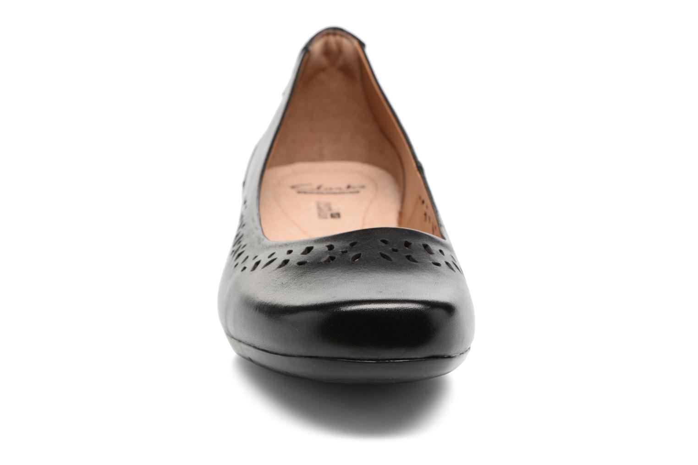 Ballerines Clarks Blanche Garyn Noir vue portées chaussures