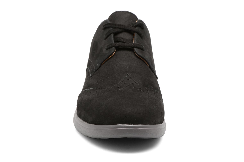 Chaussures à lacets Clarks Un Hinton Noir vue portées chaussures