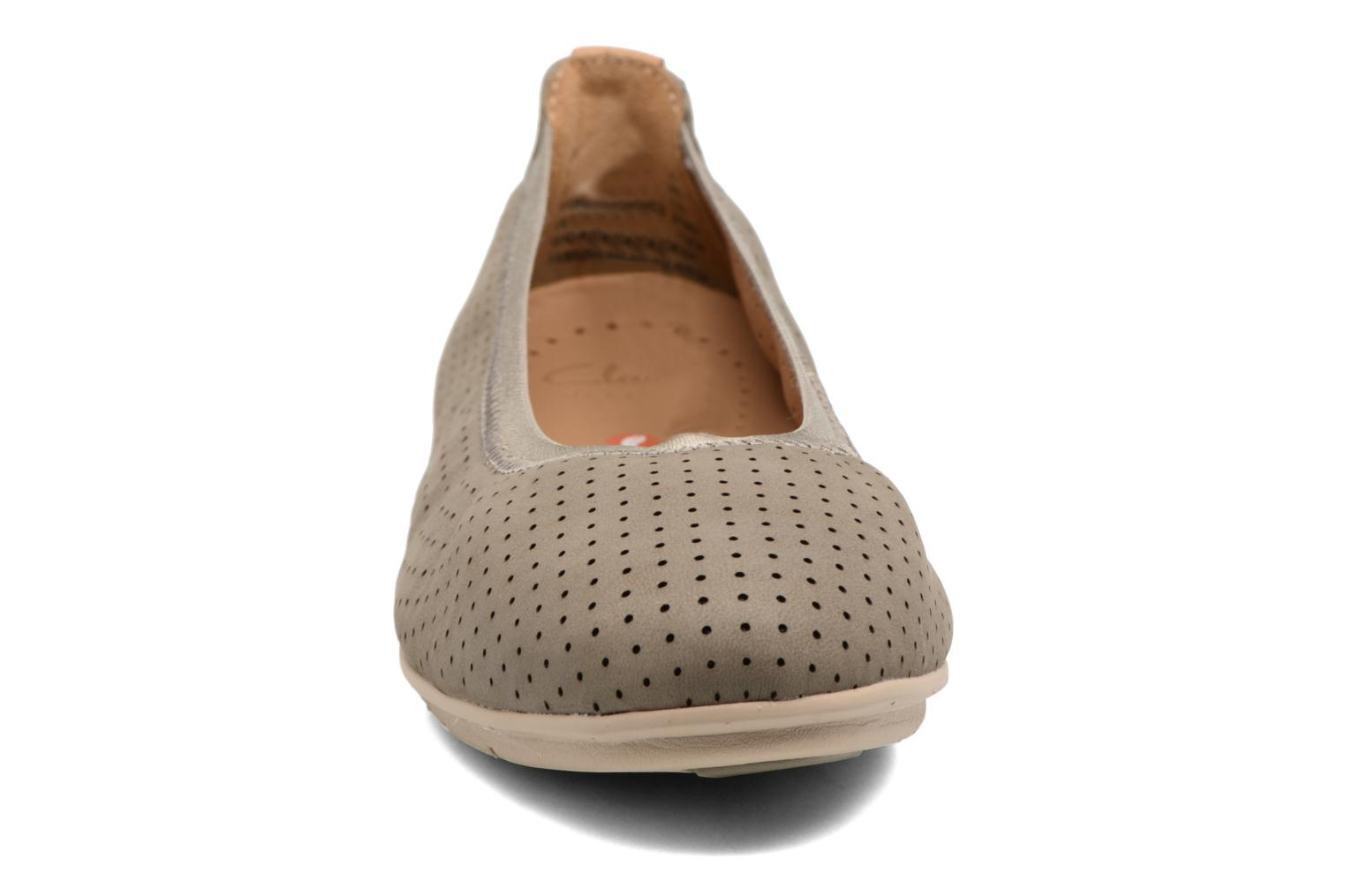Ballet pumps Clarks Un Tract Grey model view