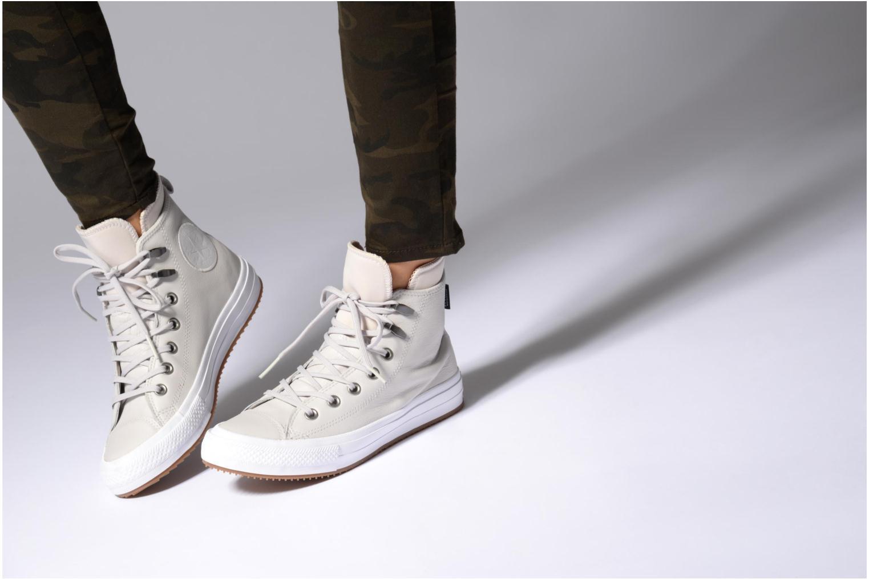 Baskets Converse Chuck Taylor WP Boot WP Leather Hi Noir vue bas / vue portée sac