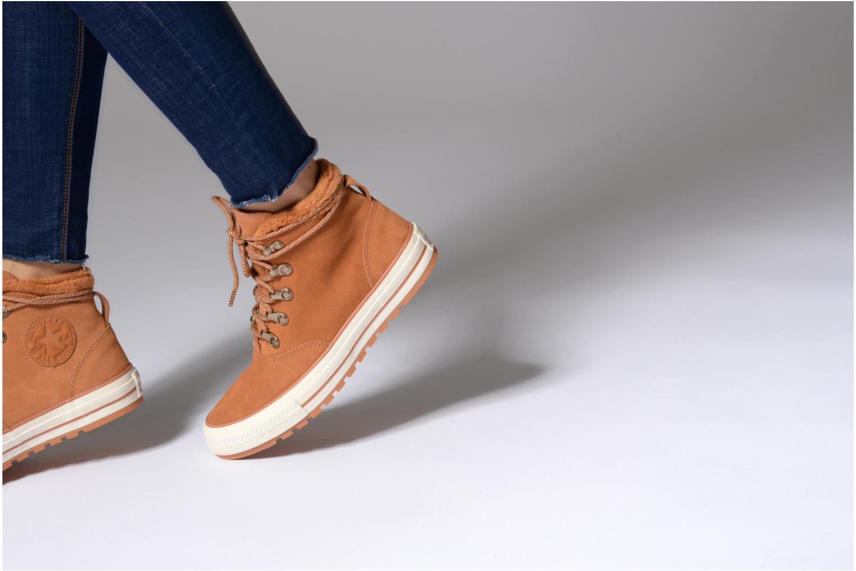 Bottines et boots Converse Chuck Taylor All Star Ember Boot Suede + Fur Hi Marron vue bas / vue portée sac
