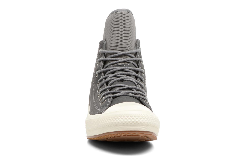 Baskets Converse Chuck Taylor WP Boot Nubuck Hi Gris vue portées chaussures