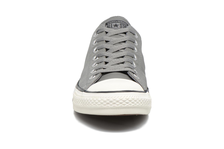 Sneaker Converse Chuck Taylor All Star Tumble Leather Ox grau schuhe getragen