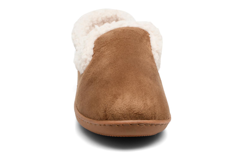 Chaussons Isotoner Charentaise Ergonomique Suédine W Marron vue portées chaussures