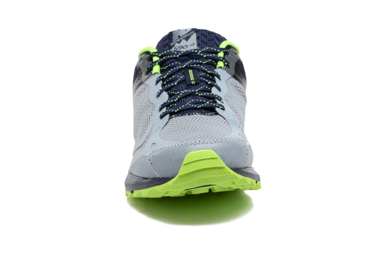 Chaussures de sport New Balance MT590L Gris vue portées chaussures
