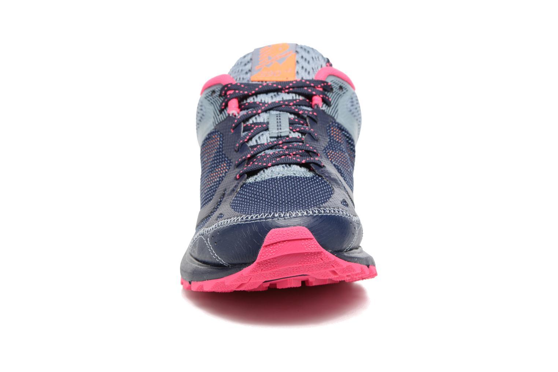 Chaussures de sport New Balance WT590L Bleu vue portées chaussures