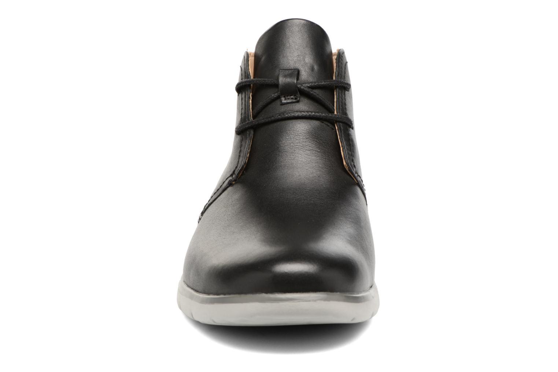 Chaussures à lacets UGG Freamon WP Noir vue portées chaussures