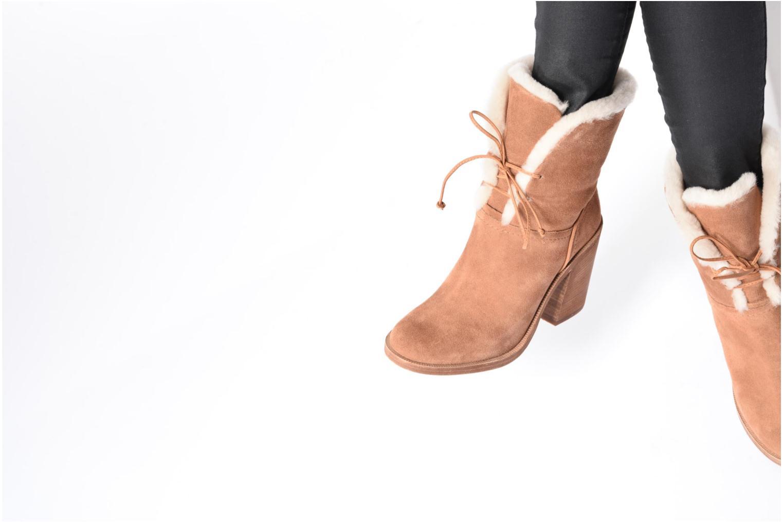 Bottines et boots UGG Jerene Marron vue bas / vue portée sac