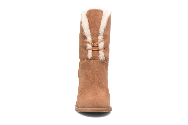 Bottines et boots UGG Jerene Marron vue portées chaussures
