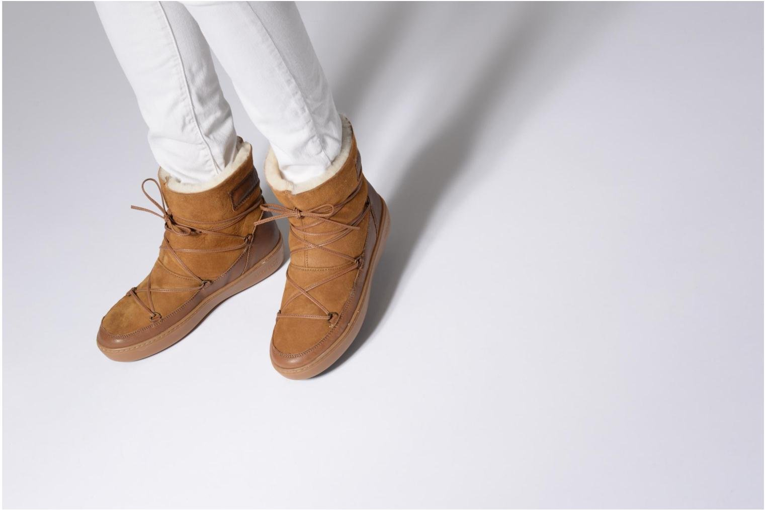 Sport shoes Moon Boot Pulse low shearling Brown view from underneath / model view