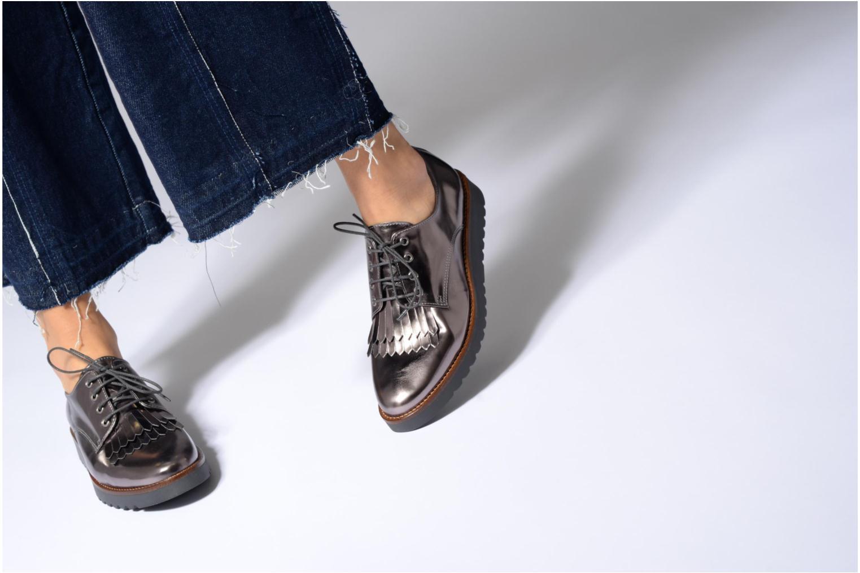 Chaussures à lacets Georgia Rose Guitou Or et bronze vue bas / vue portée sac