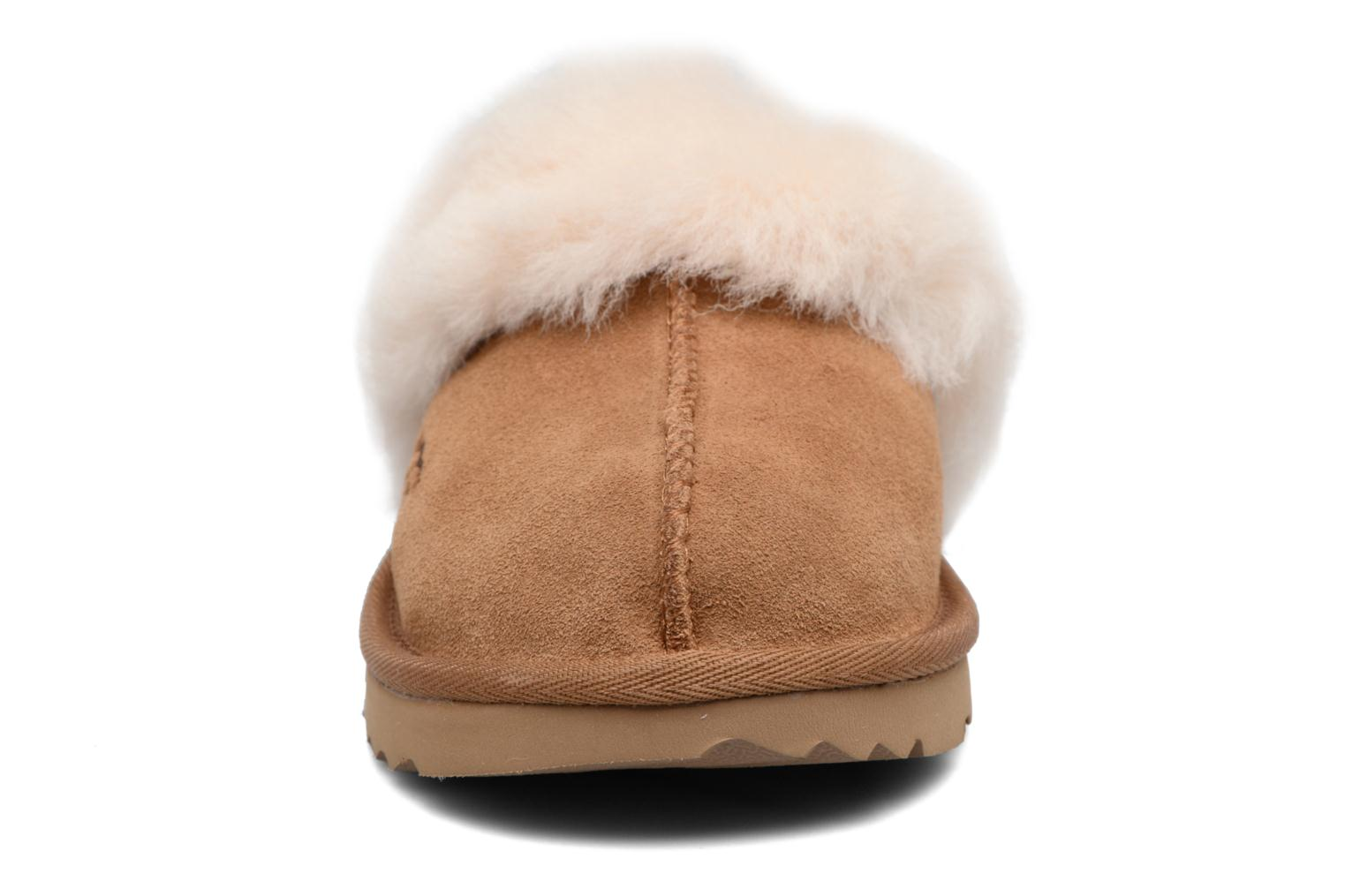 Chaussons UGG Cozy II Marron vue portées chaussures