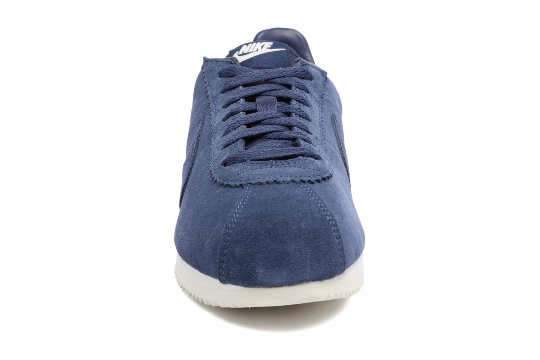 Deportivas Nike Classic Cortez Se Azul vista del modelo