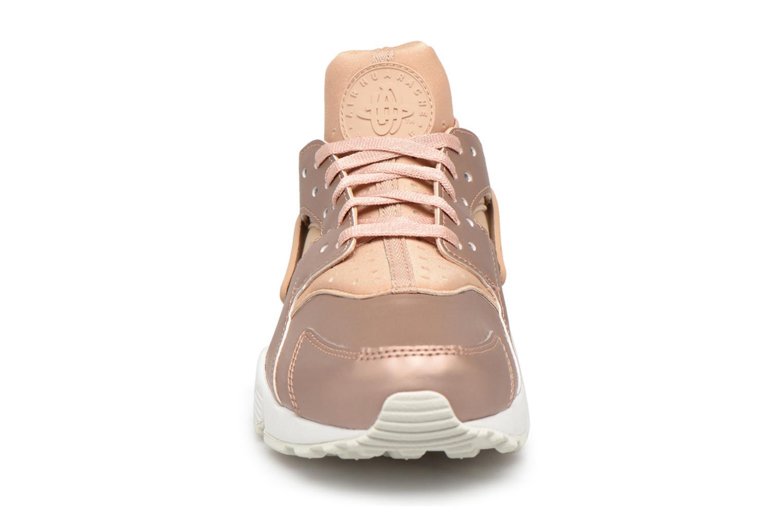 Sneakers Nike Wmns Air Huarache Run Prm Txt Oro e bronzo modello indossato