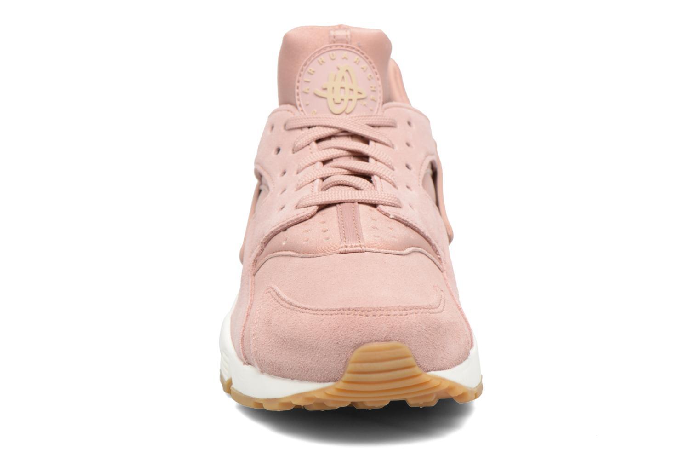 Baskets Nike Wmns Air Huarache Run Sd Rose vue portées chaussures