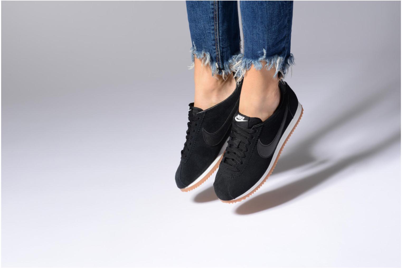 Sneaker Nike Wmns Classic Cortez Suede weiß ansicht von unten / tasche getragen
