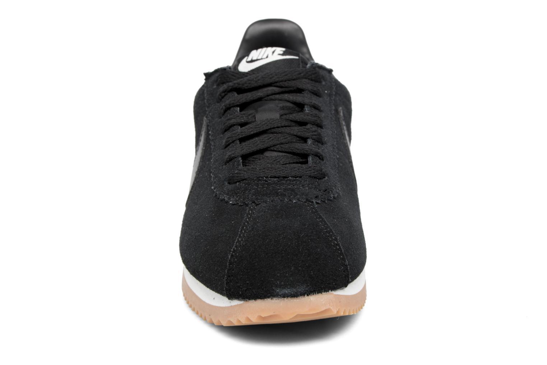 Sneakers Nike Wmns Classic Cortez Suede Bianco modello indossato